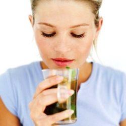 выпить травяной чай