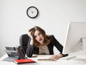 нервничать на работе