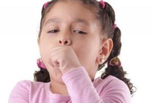 девочка кашляет