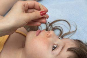 закапать ребенку нос