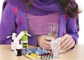 женщина с лекарствами
