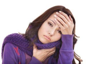 болит горло и голова у женщины