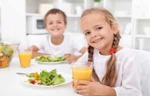 дети со здоровой едой