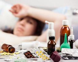 больная женщина и лекарства