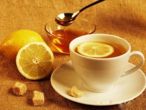 чай с пряностями и лимоном