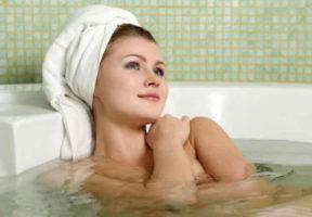 принять ванну