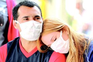 мужчина и женщина в масках