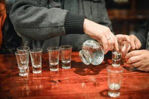 употребление большого количества алкоголя