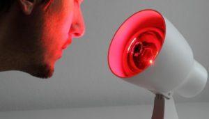 воздействие лампы Соллюкс с красными и синими светофильтрами